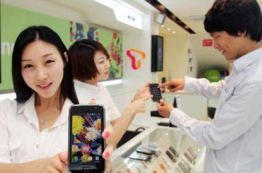 Sales Girl shows Samsung Galaxy S