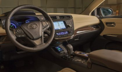 Toyota's Avalon is first car with Qi wireless charging console, can be the costliest accessory for your Nexus 4