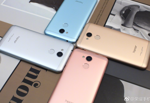 Check out all Honor Play 6A colors in real-world pics