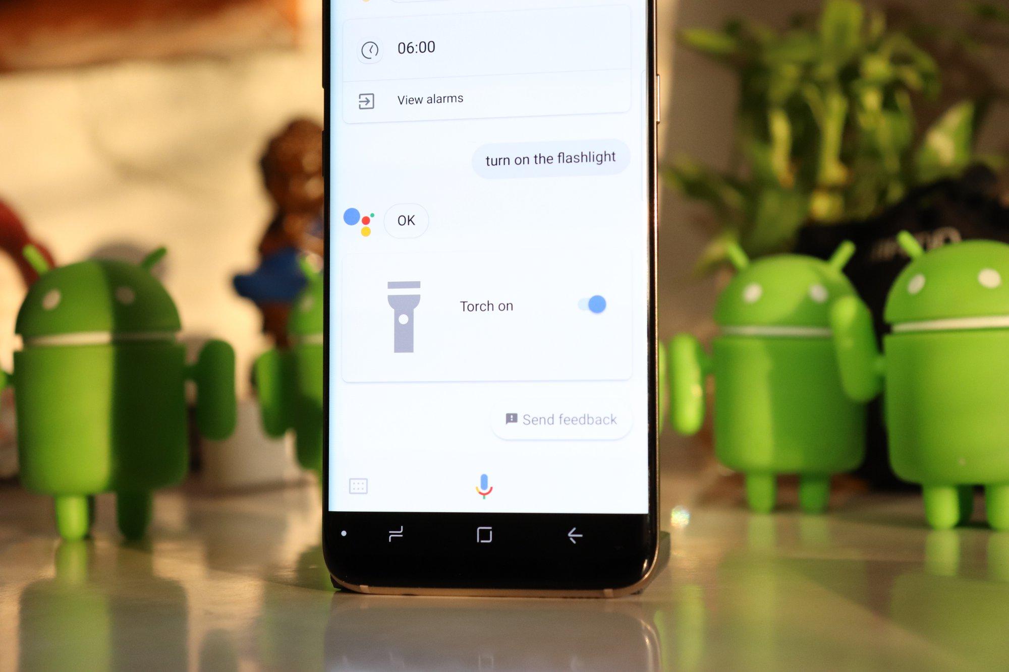 Google-Assistant-turn-on-flashlight