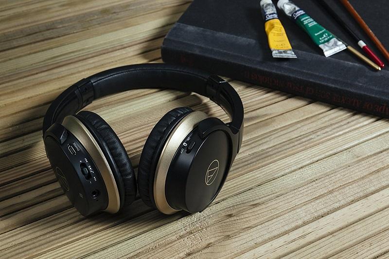 04-Audio-Technica-ATH-AR3BTBK-SonicFuel-Headphones